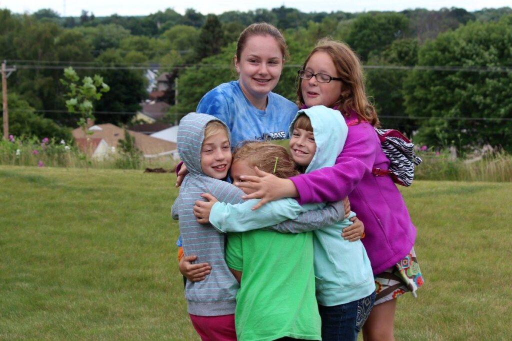 vbs kids hugging